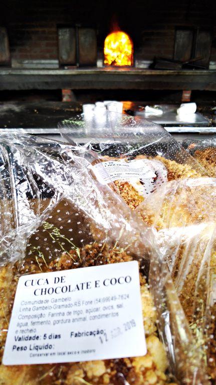Praça das Etnias em Gramado: produção de pães e cucas nos fornos