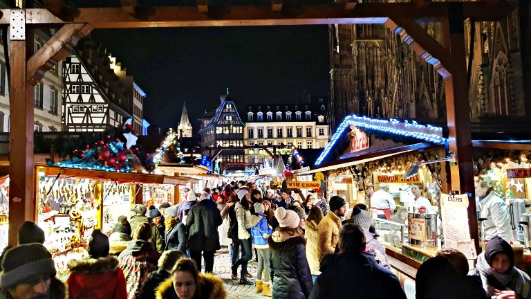 Christkindelsmärik | Mercado de Natal de Estrasburgo: stands nos arredores da Catedral