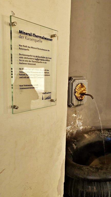Mineral Thermalwasse Kaiserquelle: fonte de água termal em Aachen