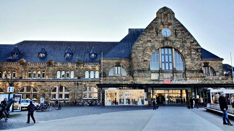 Aachen Hauptbahnhof: estação de trem em Aachen, na Alemanha