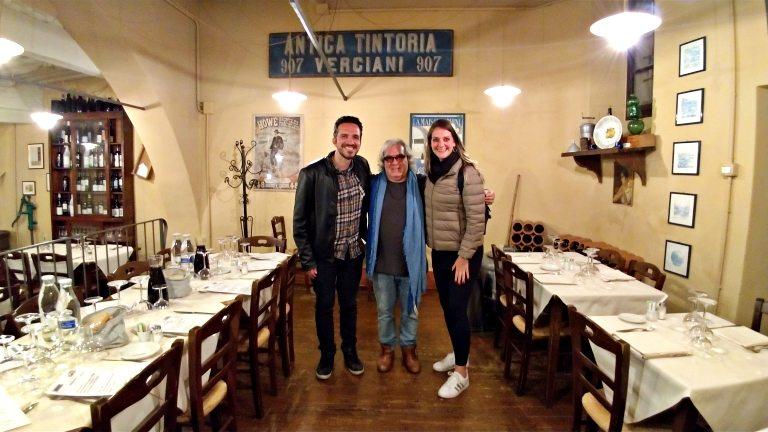 Foto com o Stefano, orgulhoso proprietário do Il Mecenate - Onde comer em Lucca