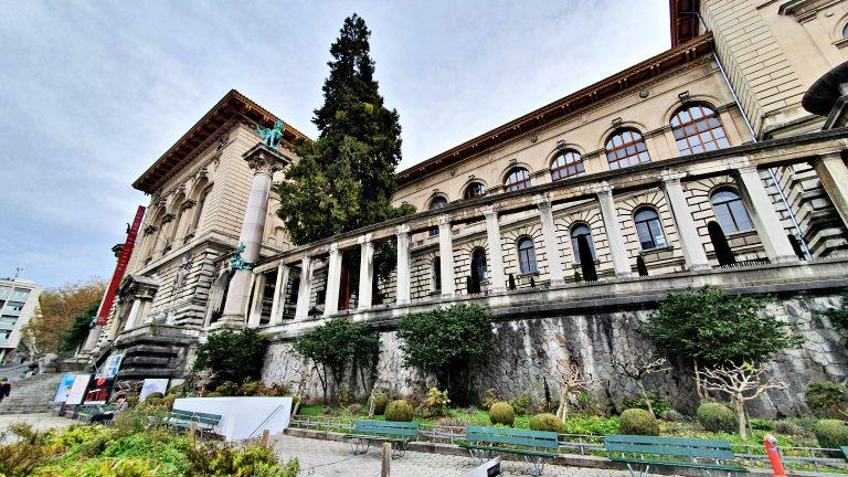 Palais de Rumine na Place de la Riponne | O que fazer em Lausanne