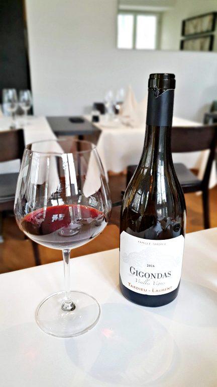 Vinhos em taça no Casa Novo Restaurante & Vinoteca | Onde comer em Berna