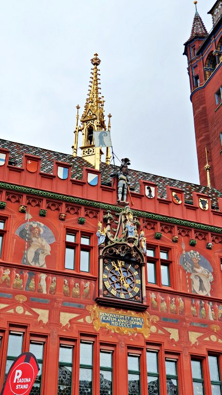 Detalhes da fachada da Rathaus, a Prefeitura de Basel | O que fazer em Basel