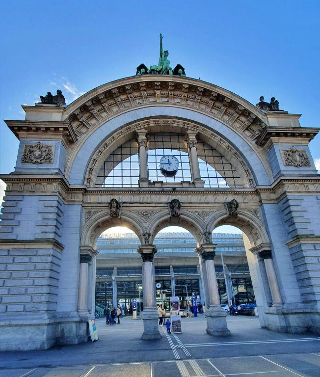 Hauptbahnhof Lucerna Portao