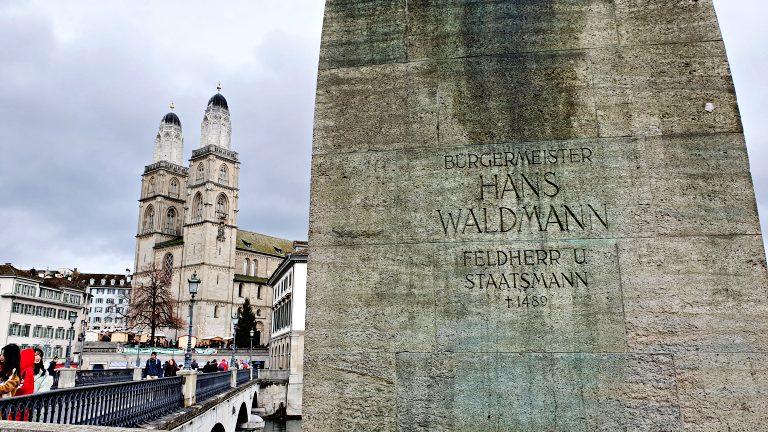 Estátua de Hans Waldmann na Münsterbrücke | O que fazer em Zurique